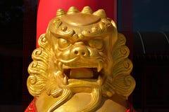 Estatua de oro del león fotografía de archivo libre de regalías