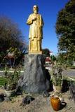 Estatua de oro del obispo fotografía de archivo libre de regalías