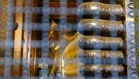 estatua de oro de descanso de Buda en el pho del wat en Bangkok, Tailandia fotos de archivo libres de regalías