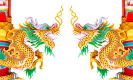 Estatua de oro doble del dragón aislada en el fondo blanco fotografía de archivo