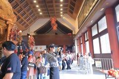 Estatua de oro en Che Kung Temple, Shatin fotos de archivo