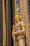 Estatua de oro en el palacio magnífico, Bangkok de Buda imágenes de archivo libres de regalías