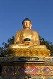 Estatua de oro en el parque de Amideva Buda, Katmandu Imagen de archivo