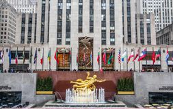 Estatua de oro en el Rockefeller Center, Midtown Manhattan de PROMETHEUS foto de archivo libre de regalías