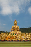 Estatua de oro grande de Buddha Imagenes de archivo