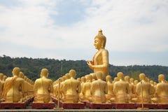 Estatua de oro grande de Buddha Fotos de archivo libres de regalías