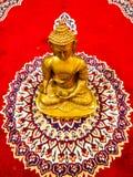 Estatua de oro de Lord Buddha foto de archivo libre de regalías