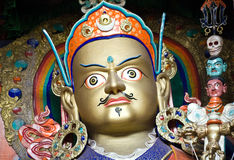 Estatua de Padmasambhava en el monasterio de Hemis, Leh-Ladakh, la India imagen de archivo libre de regalías
