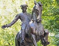 Estatua de Paul Revere en el rastro de la libertad de Boston foto de archivo