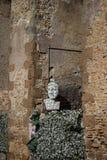 Estatua de pensamiento en los suburbios de Roma Foto de archivo