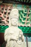 Estatua de piedra de Gwanseeum-bosal en el templo de Sanbangsa También sabido Imagenes de archivo