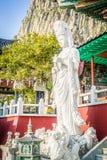 Estatua de piedra de Gwanseeum-bosal en el templo de Sanbangsa También sabido Fotos de archivo
