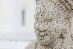 Estatua de piedra de un monje Foto de archivo