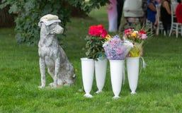 Estatua de piedra de un perro Imagen de archivo libre de regalías