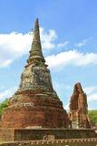 Estatua de piedra de un stupa Fotografía de archivo libre de regalías
