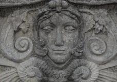 Estatua de piedra de una cara de la mujer Fotos de archivo libres de regalías