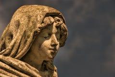 Estatua de piedra del muchacho Fotos de archivo libres de regalías