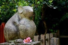 Estatua de piedra del ratón Foto de archivo