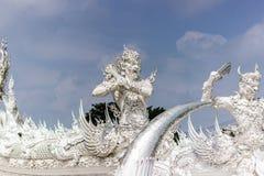 Estatua de piedra en el templo blanco, Tailandia del guarda Fotos de archivo libres de regalías