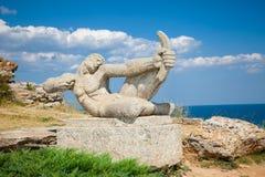 Estatua de piedra en la fortaleza medieval Kaliakra, Bulgaria. Fotografía de archivo