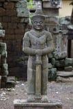 Estatua de piedra en un templo camboyano Imagen de archivo
