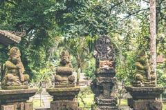 Estatua de piedra hindú en el templo del balinese Isla tropical de Bali, Indonesia Imagenes de archivo