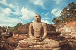 Estatua de piedra de meditar a Buda Sitio del patrimonio mundial de la UNESCO de Polonnaruwa, Sri Lanka Foto de archivo