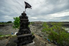 Estatua de piedra natural negra para el lugar de ofrecimiento fotografía de archivo libre de regalías