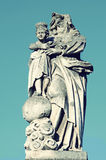 Estatua de piedra vieja de Jesús y de nuestra señora destruidos parcialmente del él Fotografía de archivo libre de regalías