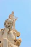 Estatua de Platón de la academia de Atenas imagenes de archivo