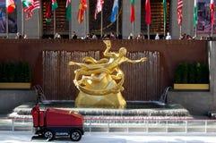 Estatua de PROMETHEUS en el centro de Rockefeller, Nueva York Imágenes de archivo libres de regalías