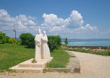 Estatua de rey Andrew I y Anastasia en Tihany, Hungría Imágenes de archivo libres de regalías