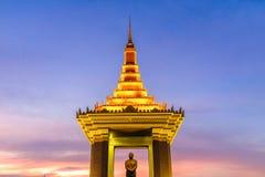 Estatua de rey Father Norodom Sihanouk fotos de archivo libres de regalías