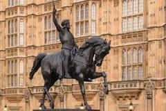 Estatua de Richard I fuera del palacio de Westminster, casas de Parlia Fotografía de archivo libre de regalías
