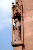 Estatua de Sain en la Basilea Munster imagen de archivo