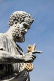 Estatua de San Pedro el apóstol fotos de archivo