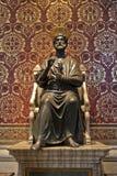 Estatua de San Pedro en la basílica de Vatican Imágenes de archivo libres de regalías
