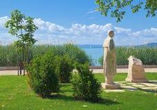 Estatua de Sandor Petho en la ciudad de Balatonfured, Hungría Fotos de archivo libres de regalías