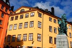 Estatua de Sankt Goran y el dragón en Estocolmo, Suecia - un bron imagen de archivo libre de regalías