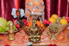 Estatua de señor Shiva en el altar Foto de archivo libre de regalías