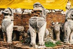 Estatua de Singha alrededor de la base de la pagoda Fotos de archivo libres de regalías