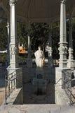 Estatua de Sodenia debajo del tejado del pabellón en Quellenpark en mún Soden Taunus, Hesse, Alemania imagenes de archivo
