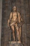 Estatua de St Bartholomew en la catedral de Milano, Duomo, Italia fotos de archivo libres de regalías