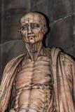 Estatua de St Bartholomew en la catedral de Milano, Duomo, Italia imagen de archivo