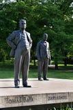 Estatua de Tomas y de Jan Antonin Bata en Zlin, República Checa Imagen de archivo