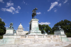 Estatua de Ulises S Grant y edificio del capitol Foto de archivo libre de regalías