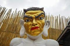 Estatua de un demonio que se sienta en café Fotos de archivo libres de regalías