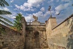 Estatua de un grifo en mithridates las escaleras Imagen de archivo libre de regalías