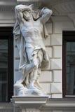 Estatua de un hombre desnudo - Viena - Austria Imagen de archivo