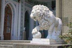 Estatua de un león Imágenes de archivo libres de regalías